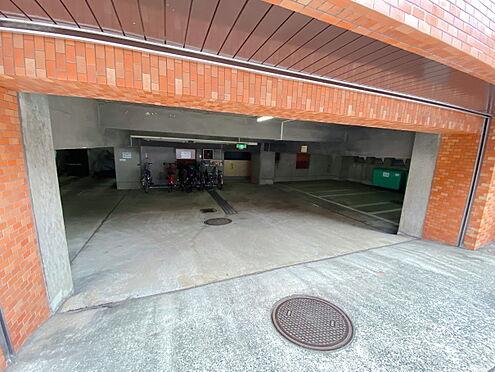 区分マンション-千代田区九段南3丁目 駐車場入口部分です。