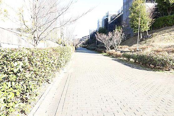 中古マンション-八王子市鑓水2丁目 駅まで続く遊歩道