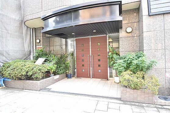 中古マンション-大阪市中央区鎗屋町2丁目 マンションエントランス。24時間オートロックで安全・安心なシティライフをおくることができます。