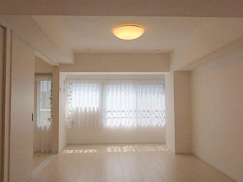 中古マンション-多摩市関戸2丁目 小さなお子様がいるとリビングと居室が続き間であることが人気です。