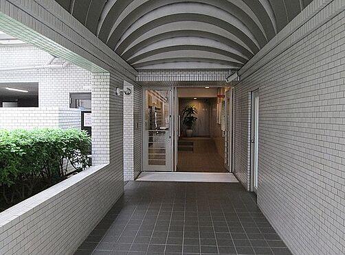 マンション(建物一部)-大阪市北区西天満6丁目 明るい印象のエントランス
