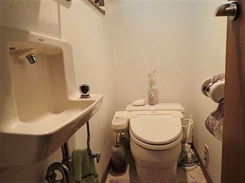 中古一戸建て-田方郡函南町平井 【トイレ】1階にあるトイレです。対象不動産には専用のトイレ一か所となります。