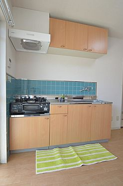 マンション(建物全部)-松阪市駅部田町 収納棚が多く使い勝手の良いキッチン。