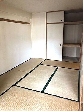 中古マンション-桜井市大字谷 押入れのある和室は寝室や客間として大変便利にご利用頂けます。