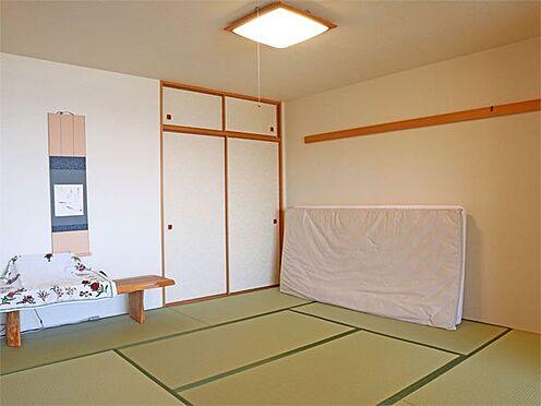 中古マンション-伊東市八幡野 〔和室〕8帖の和室です。収納もございます。