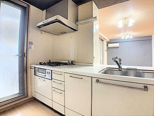 中古マンション-名古屋市守山区城土町 収納が充実したキッチン