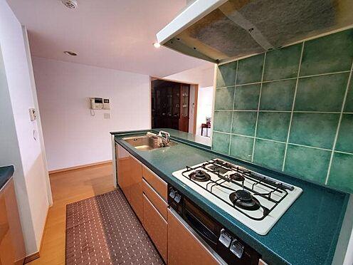 中古マンション-足柄下郡湯河原町宮上 グリーンを基調としたキッチンは、っても良好な状態を保っており、そのまま利用できるかと思います。