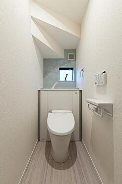 新築一戸建て-豊田市永覚新町1丁目 収納一体型トイレ。掃除道具などを収納しスッキリとさせることが出来ます。(1階のみ)(同仕様)
