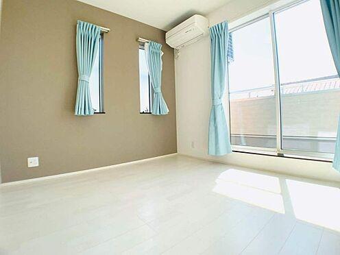 中古一戸建て-江南市勝佐町西郷 南向きで日当り良好な洋室!各部屋に収納があります!