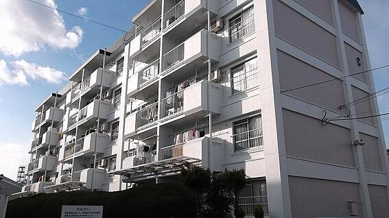 区分マンション-京都市南区吉祥院石原南町 コンビニ・スーパーが徒歩圏内と住みやすい立地にあります。