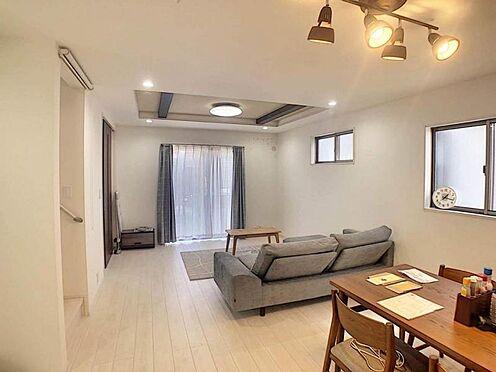 中古一戸建て-豊田市前林町隅田 リビングは広々約20.5帖!ゆとりの空間で、ぜひご家族との団欒の時間を楽しんでください。