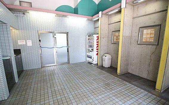区分マンション-神戸市長田区大橋町3丁目 キレイに清掃されたエントランス。