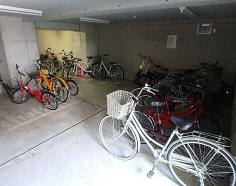マンション(建物一部)-大阪市福島区海老江5丁目 屋根のある駐輪場あり