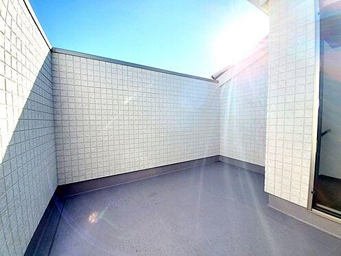 新築一戸建て-八王子市堀之内2丁目 壁面が高くプライベート感もばっちりのスカイバルコニーで自分だけの時間を♪