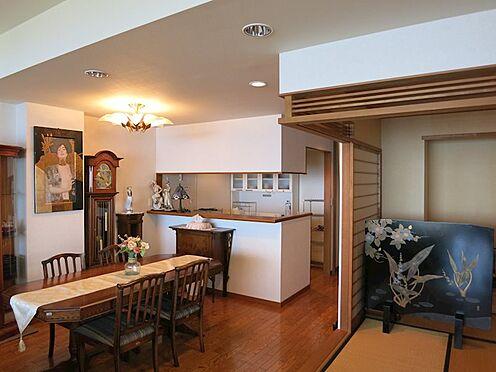リゾートマンション-熱海市伊豆山 約22帖のリビングですので大き目のテーブルも余裕で置けます。