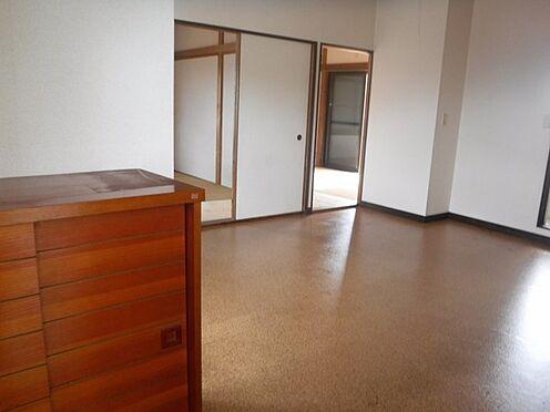 店舗付住宅(建物全部)-八街市八街に 2階アパート部分、階段上がって、左側の2DK