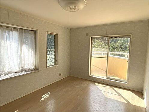 中古一戸建て-伊東市荻 【洋室】2階寝室です。約8帖の広さに物入があります。