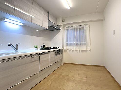 中古マンション-名古屋市瑞穂区彌富通2丁目 ストレスなく料理ができるシステムキッチンに食器棚を置いても広々使えるキッチンスペースです♪