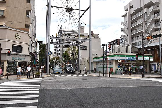 マンション(建物一部)-横浜市南区前里町3丁目 ブルーライン「阪東橋」駅の途中にある伊勢崎モールです。お買いものスポットが豊富です。