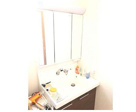 中古一戸建て-豊田市林添町上三五田和 朝の準備がはかどる三面鏡の洗面台です。