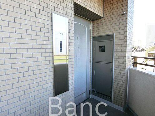 中古マンション-足立区扇1丁目 角部屋なので玄関もプライベート感あり お気軽にお問い合わせくださいませ。