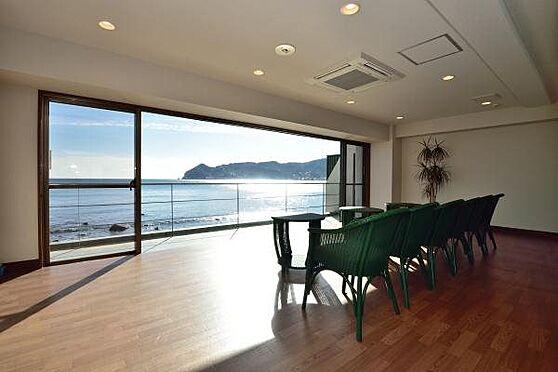 リゾートマンション-熱海市上多賀 脱衣所:男女それぞれ海を見ながら休める休憩室が設けられています。
