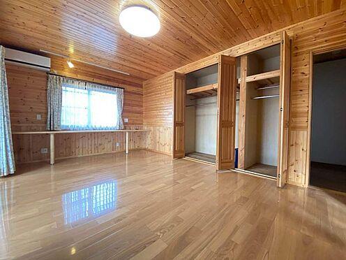 中古一戸建て-江南市曽本町幼川添 1階洋室12.5帖。大きなクローゼットもございます。