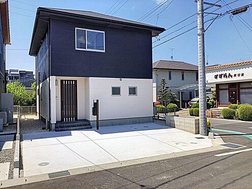 戸建賃貸-岡崎市東大友町字塚本 北側前面道路幅員約5.5m。ゆとりがあり駐車時も安心です