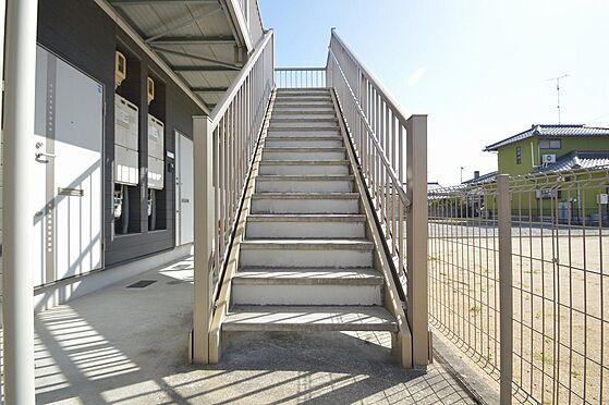 アパート-津市久居野村町 ゆとりの幅で昇降しやすい共用階段.