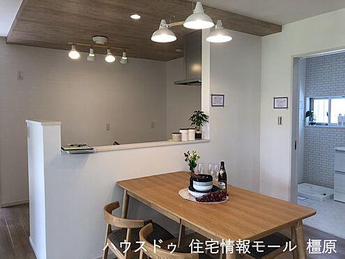 戸建賃貸-橿原市膳夫町 キッチン・洗面など水まわりを一か所に集めた便利な間取りです。