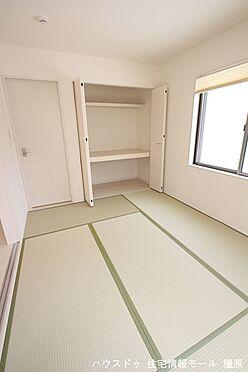 戸建賃貸-磯城郡田原本町大字八尾 クローゼットタイプの押入れはふすま貼替の手間も無く、お手入れ楽々です。寝室や客間として大変便利にご利用頂けます。(同仕様)