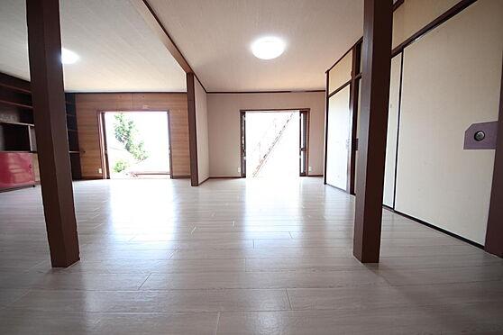 建物全部その他-八王子市長房町 玄関を入ってすぐの洋室となります。