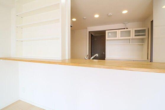 中古マンション-八王子市南大沢5丁目 オプションで開口部を広くとり、キッチンからLD全域が見渡す事ができます。
