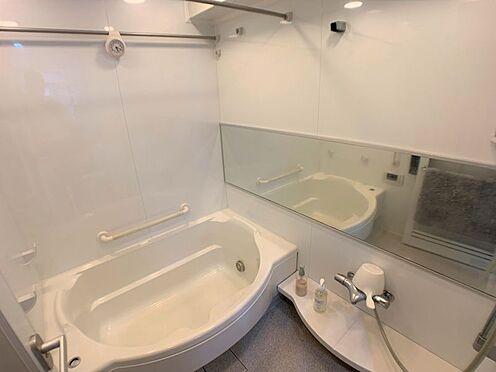 区分マンション-西尾市桜木町3丁目 一人暮らしにも嬉しい、バス・トイレ独立タイプです。大きいワイドな鏡があります♪