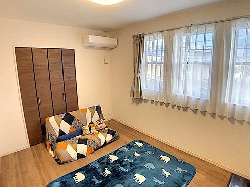 戸建賃貸-江南市高屋町十六田 2階洋室6.2帖。全居室クローゼット完備。
