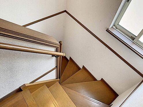 戸建賃貸-刈谷市野田町西田 窓があり明るい階段です!