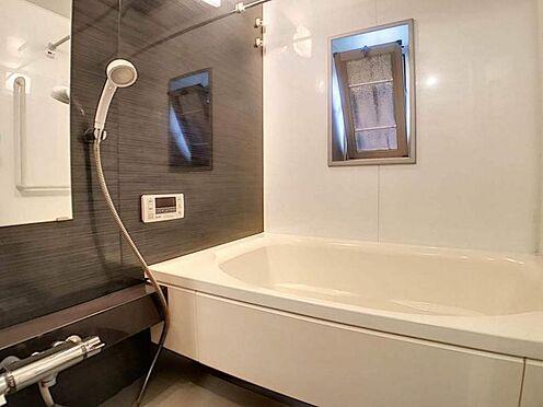 区分マンション-名古屋市中川区助光2丁目 窓付きの明るい浴室☆換気もしっかりできます。