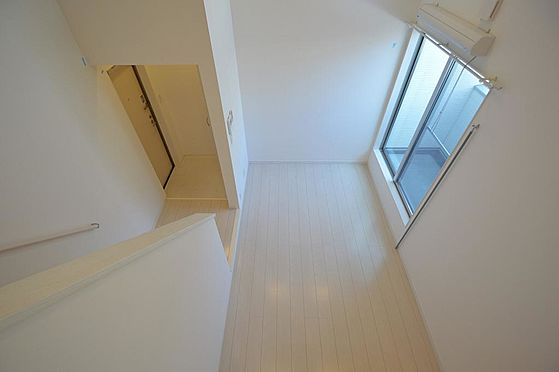 アパート-名古屋市港区港栄3丁目 南向きバルコニーが部屋全体を明るくしてくれます