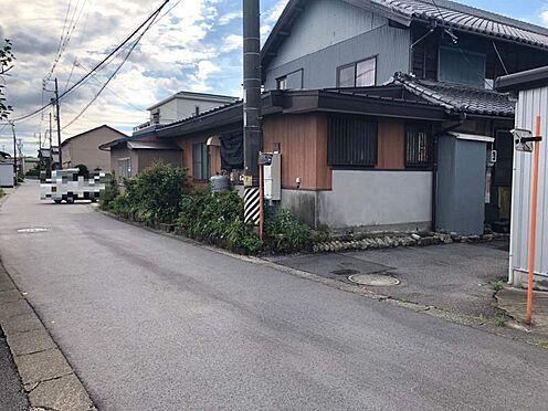 戸建賃貸-西尾市下羽角町郷内 車通りの少ない前面道路です。