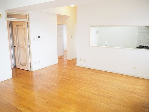 中古マンション-八王子市別所1丁目 リビングを通り各居室に行けるので、笑顔が広がりますね♪