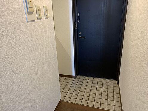 中古マンション-豊田市下林町3丁目 玄関です。ぬくもりの感じられる、素敵なおうちにしたいですね♪