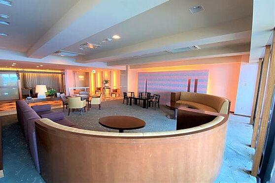 リゾートマンション-熱海市上多賀 ラウンジ:海を一望できるラウンジ。波風がBGMのように心地よく聞えます。