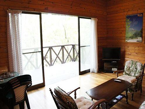 中古一戸建て-北佐久郡軽井沢町大字長倉 美しいロケーションに恵まれた立地です。リビングからの借景も是非ご覧下さい。