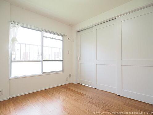 区分マンション-千葉市美浜区高浜4丁目 リビング横にある約5.28帖の洋室です!