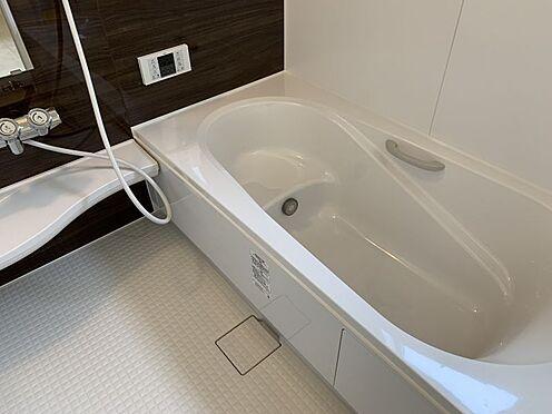 新築一戸建て-豊田市御船町 一日の疲れを癒してくれる場所なので、快適に過ごして頂く為にゆったりサイズのバスタブを用意しました。是非半身浴をお楽しみ下さい。(こちらは施工事例です)