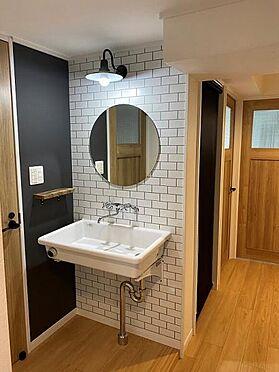 中古マンション-名古屋市天白区原2丁目 洗面台は玄関から帰ってきてすぐに手洗い出来る位置に配置。手洗い習慣がついて良いですね!