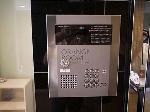 マンション(建物一部)-港区西麻布2丁目 エントランスの来訪者を音声と映像で確認できます。