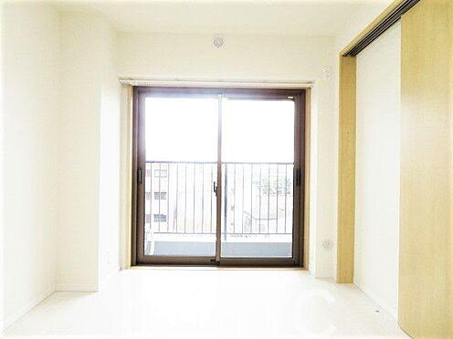 中古マンション-足立区東和3丁目 明るい日差しが差し込むお部屋です