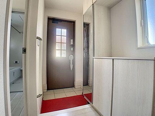 新築一戸建て-名古屋市守山区新守山 玄関からも光が差し込みます。