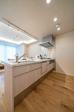中古マンション-港区三田1丁目 食洗機・浄水器一体型システムキッチン